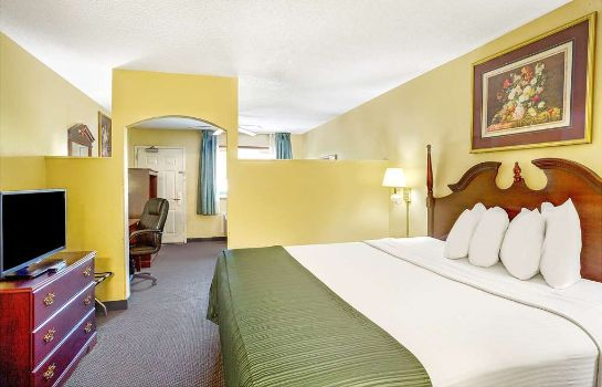 Suite Days Inn And Suites Peachtree City