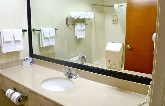 Bagno in camera Baymont Inn & Suites Hinesville Fort Stewart Area