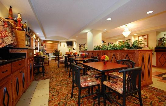 Breakfast room Baymont Inn & Suites Hinesville Fort Stewart Area
