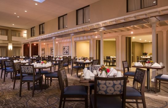 Restaurant DoubleTree by Hilton Laurel