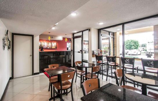 Hall Econo Lodge Inn & Suites Memphis