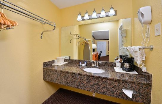 Badkamer Americas Best Value Inn Center