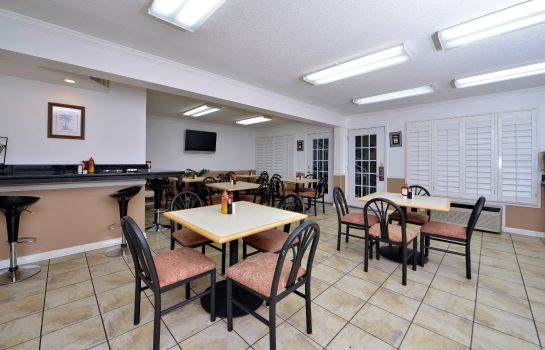 Restaurant BW PLUS HOLIDAY SANDS INN STS