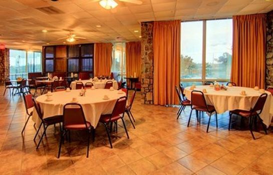 Restaurant Clarion Inn & Suites University Center
