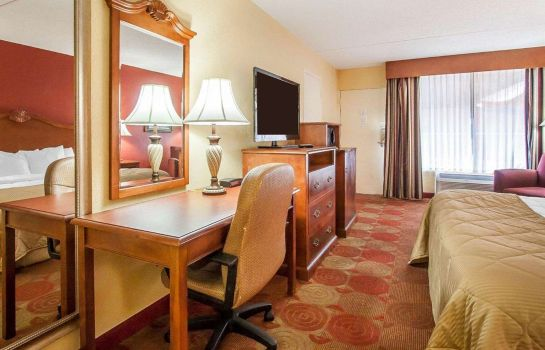 Zimmer Clarion Inn & Suites University Center