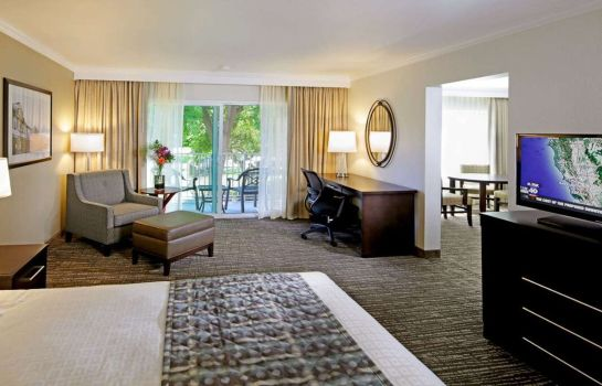 Suite B W PLUS GARDEN COURT INN