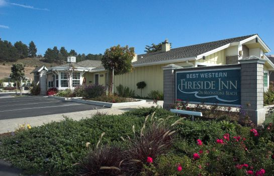 Exterior view Fireside Inn on Moonstone Beach