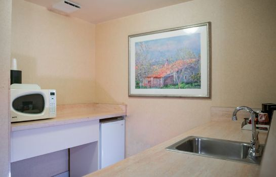 Keuken in de kamer Anaheim Hills Inn and Suites