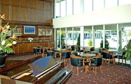Hotel bar SureStay Plus Hotel by Best Western Brandywine Valley
