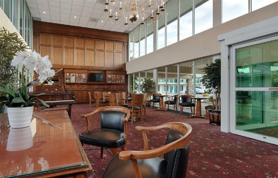 Hall SureStay Plus Hotel by Best Western Brandywine Valley