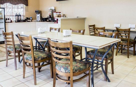 Restaurant Rodeway Inn and Suites Haines City