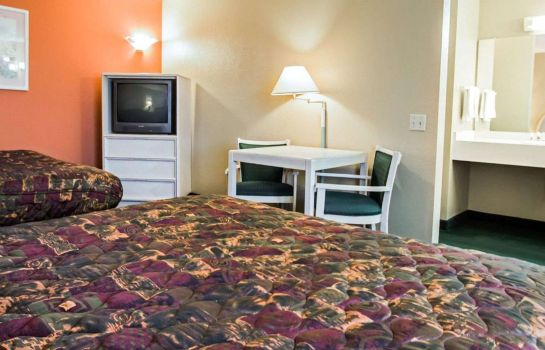 Camera Rodeway Inn & Suites Haines City