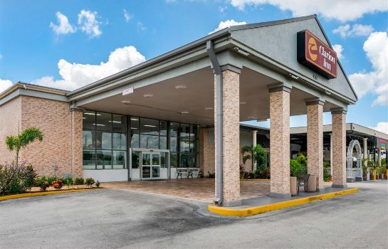 Vista exterior Clarion Inn and Conference Center Tampa-