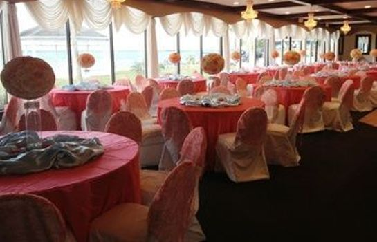 Ballsaal Monroe's on the Lake Hotel & Banquet Hall