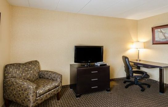 Suite Comfort Inn & Suites Fall River