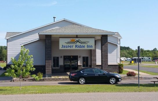 Exterior view Jasper Ridge Inn Ishpeming