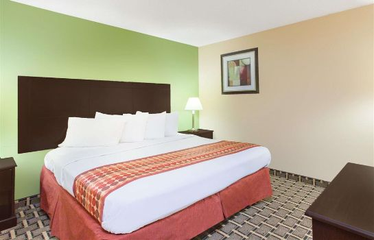 Suite DAYS INN MADISON HEIGHTS