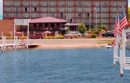 Exterior view Harbor Shores on Lake Geneva