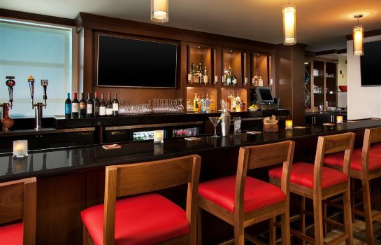 Hotel bar Four Points by Sheraton Hotel & Suites San Francisco Airport