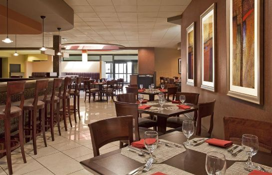 Restaurant Four Points by Sheraton Milwaukee North Shore