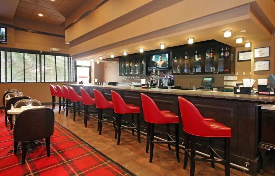 Hotel-Bar DoubleTree by Hilton Newark Airport