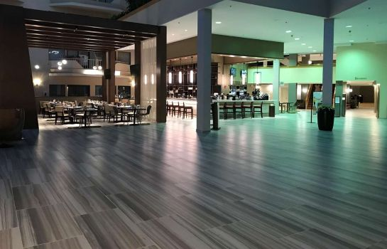 Bar del hotel DoubleTree by Hilton Newark Airport