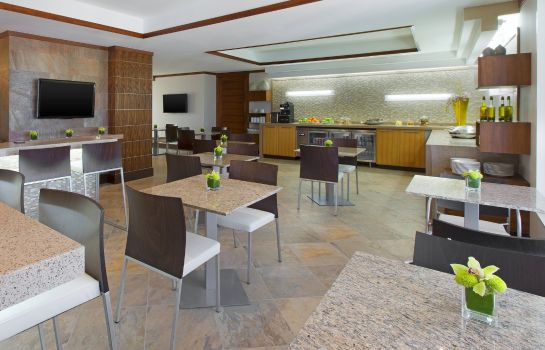 Bar del hotel The Westin Resort Guam