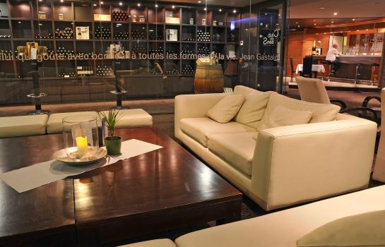 Hotel bar Quality Suites Bordeaux Aeroport And Spa
