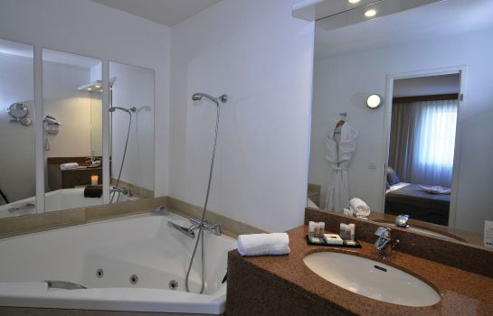 Bagno in camera Quality Suites Bordeaux Aeroport And Spa