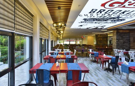 Restaurant Smartline White City Beach - All Inclusive