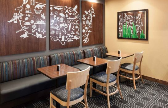 Restaurant TownePlace Suites Dallas Las Colinas