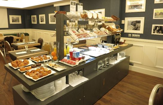 Breakfast buffet Atrio