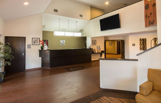 Hol hotelowy Clarion Inn and Suites DFW North
