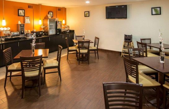 Restaurante Clarion Inn & Suites DFW North
