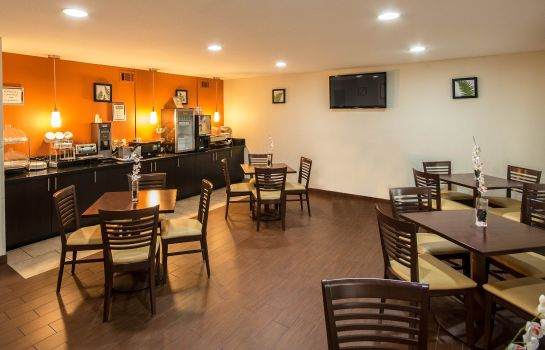 Restauracja Clarion Inn and Suites DFW North