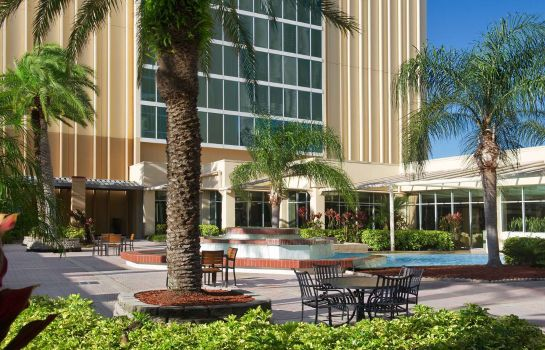 Buitenaanzicht DoubleTree by Hilton at the Entrance to Universal Orlando
