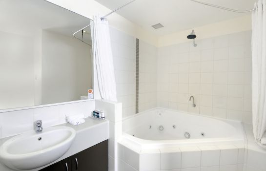 Bathroom ASSURED ASCOT QUAYS APARTMENT HOTEL