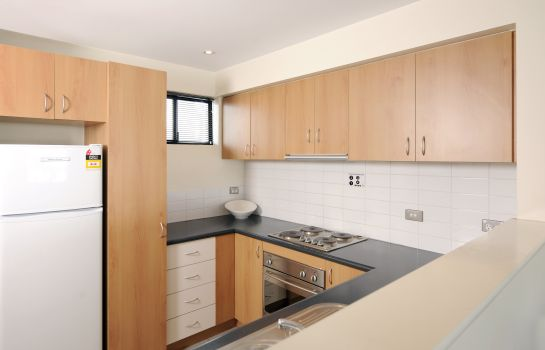 Kitchen in room ASSURED ASCOT QUAYS APARTMENT HOTEL