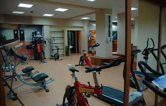 Sports facilities OYO 103 Hotel Golden Oasis