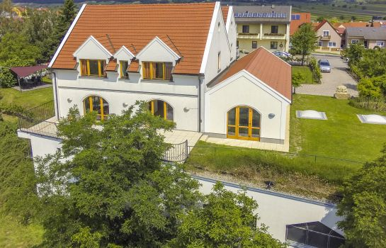 Photo Weingut & Pension zum Seeblick Familie Sattler