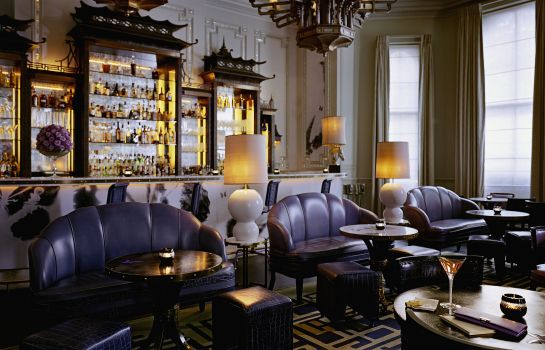 Bar del hotel The Langham London