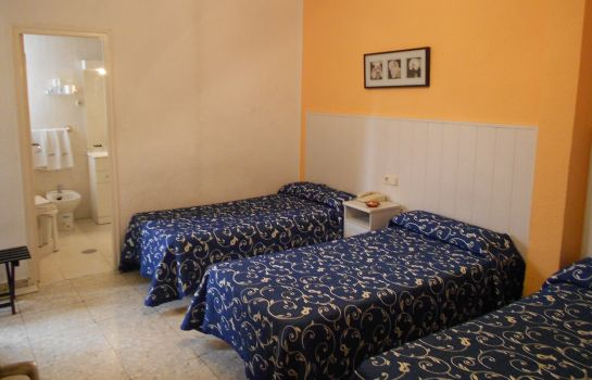 Triple room Valencia Hostal