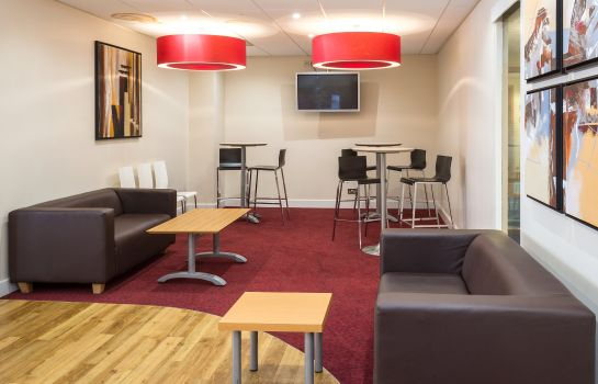 Hotel bar TRAVELODGE ABERDEEN CENTRAL