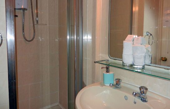 Bathroom Brocks Guest House