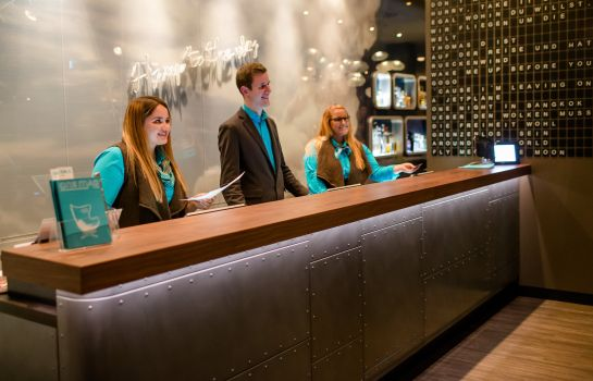 Reception Motel One Airport