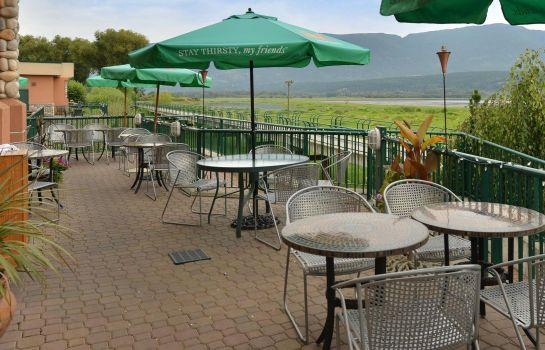 Bar del hotel Prestige Harbourfront Resort Salmon Arm