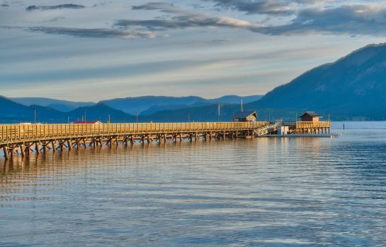 Entorno Prestige Harbourfront Resort Salmon Arm