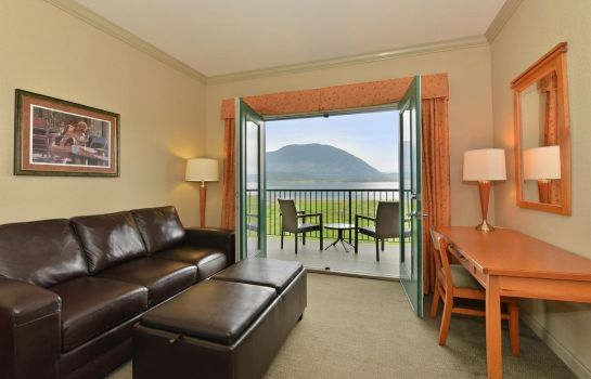 Camera Prestige Harbourfront Resort Salmon Arm