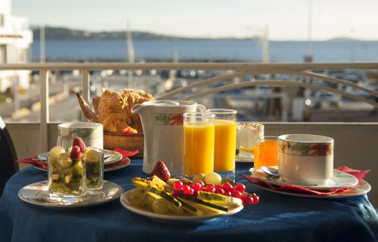 Breakfast buffet de la Baie