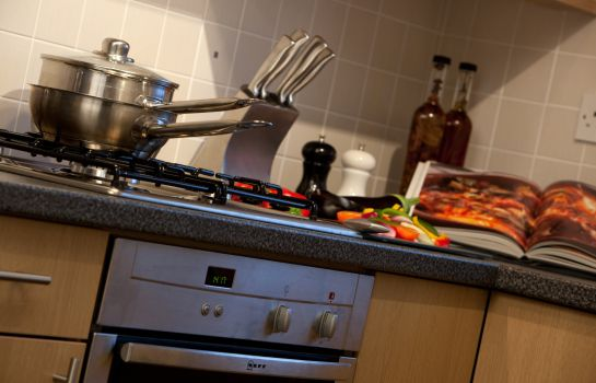 Keuken in de kamer Spires Serviced Apartments